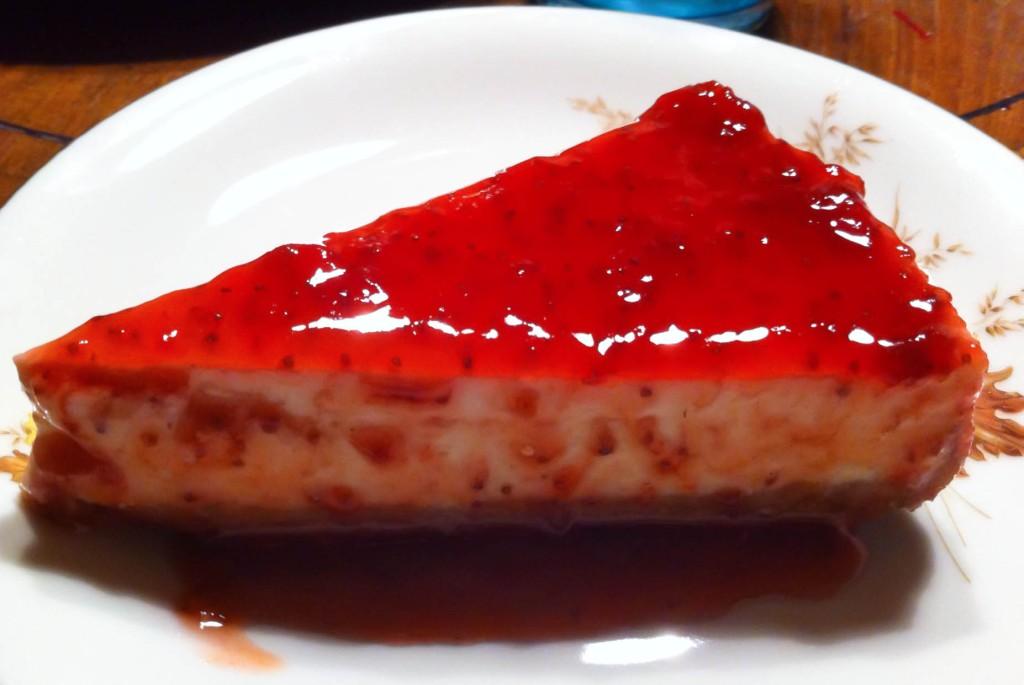 Bagt cheesecake med hinbær er en amerikansk dessert