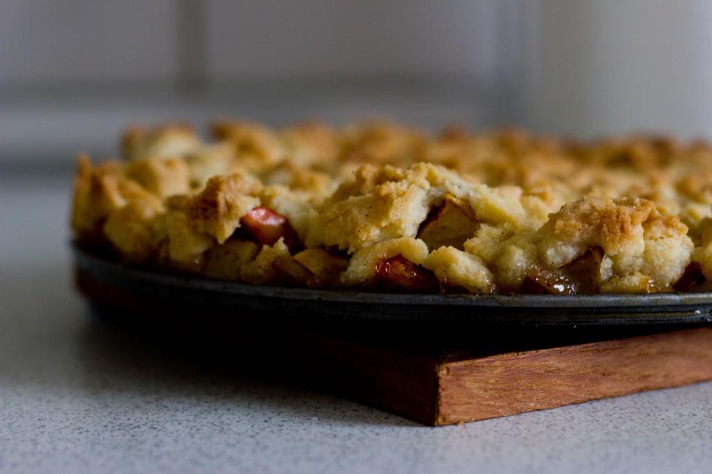 Æbletærte er en lækker dessert til uventede gæster til fødselsdag eller fest med danske æbler og nem og hurtig