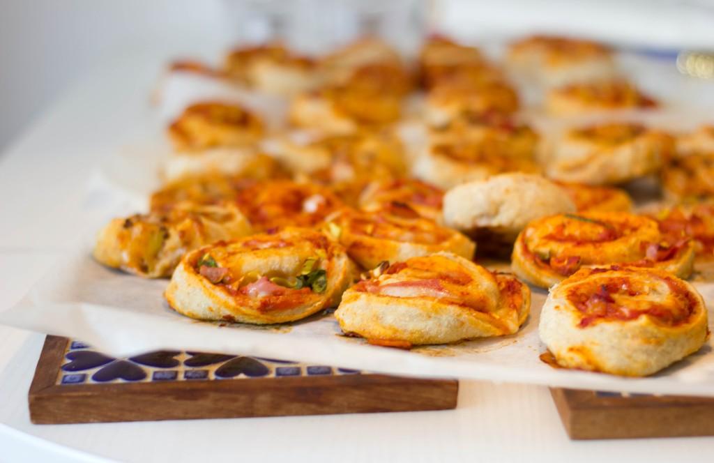 Pizzasnegle med fulkorn og serrano og tomat til frokost eller madpakken eller til aftensmad