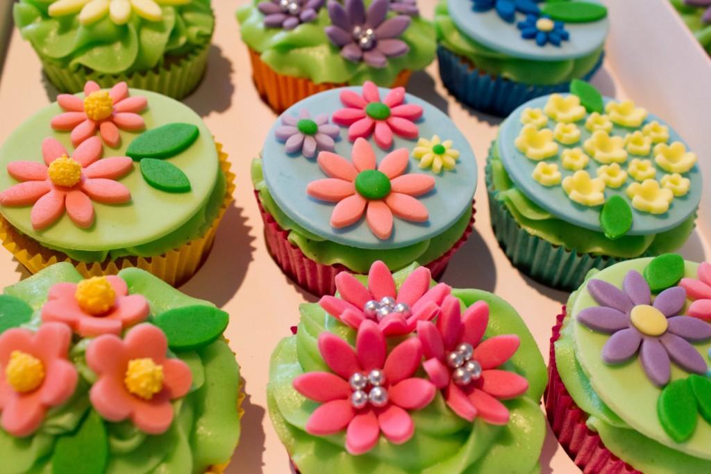 Cupcake kursus i Aarhus med cupcakes og muffins, krymmel og fondant